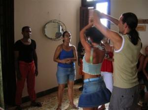 Joasia i Konrad podczas jednej ze wspólnych naszych podróży na Kubę, na prywatnej lekcji w Hawanie w domu siostry Jose Mariany i jej męża Hectora (rodzice Hectico) byłych solistów tancerzy Danza Nacional de Cuba, obecnie cenionych nauczycieli tańca